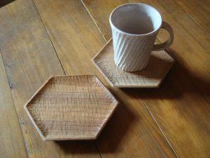 木の六角形の皿