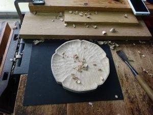 木の輪花皿 手彫り