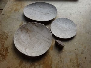 木の皿 鉋仕上げ