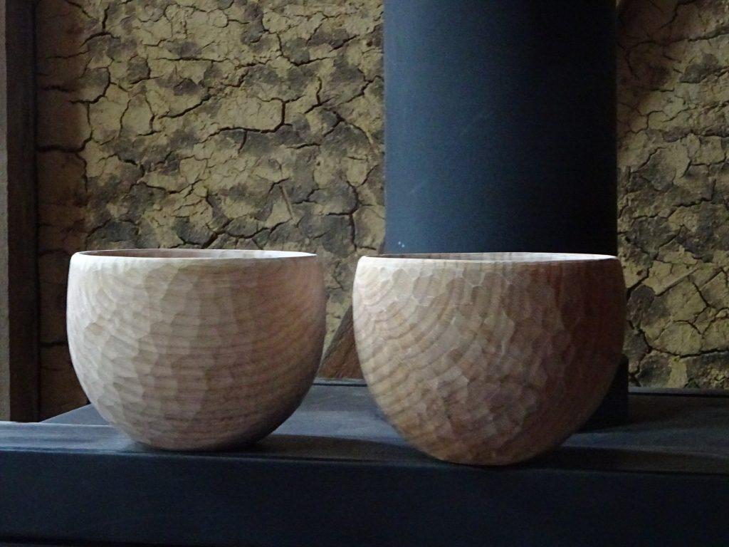 手彫りのお椀